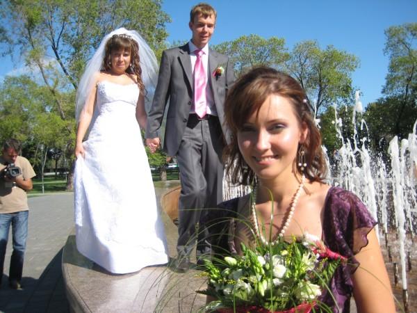 Здесь я свидетельница на свадьбе сестры